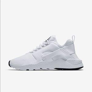 Nike Ultra Huaraches White (NEVER WORN)